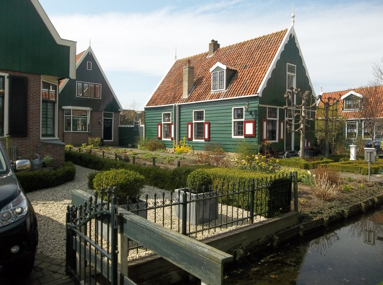 This neighborhood is near Willem and Mirjam's complex. It is a walk only neighborhood.
